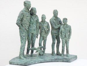 bronzen familie beeld
