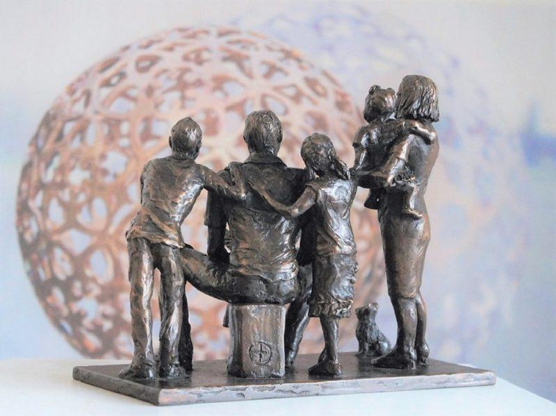 bronzen herdenkingsbeeld