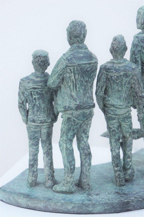 bronzen beeld gezin detail