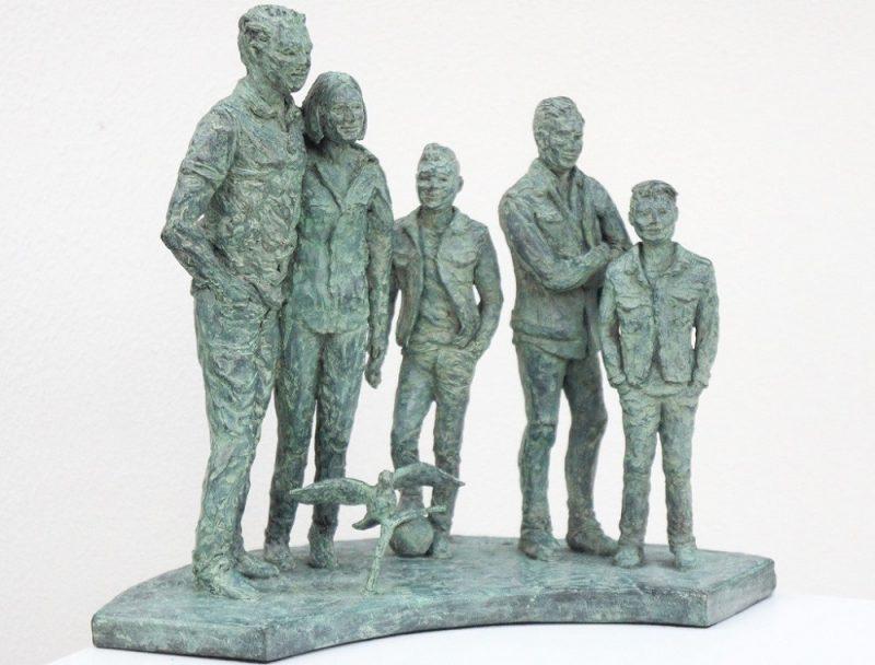 bronzen beeld gezin