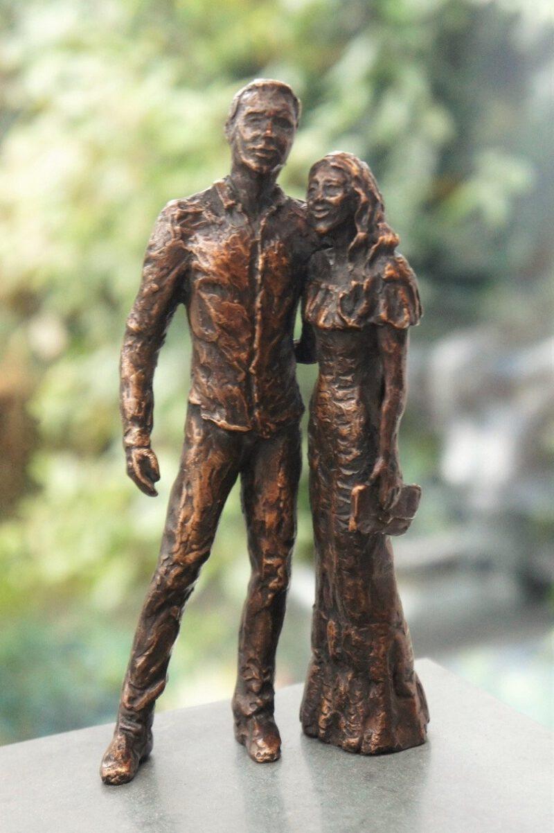 bronzen beeld verloofdstel