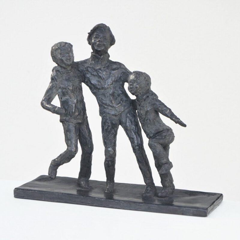3 spelende kinderen bronzen beeld