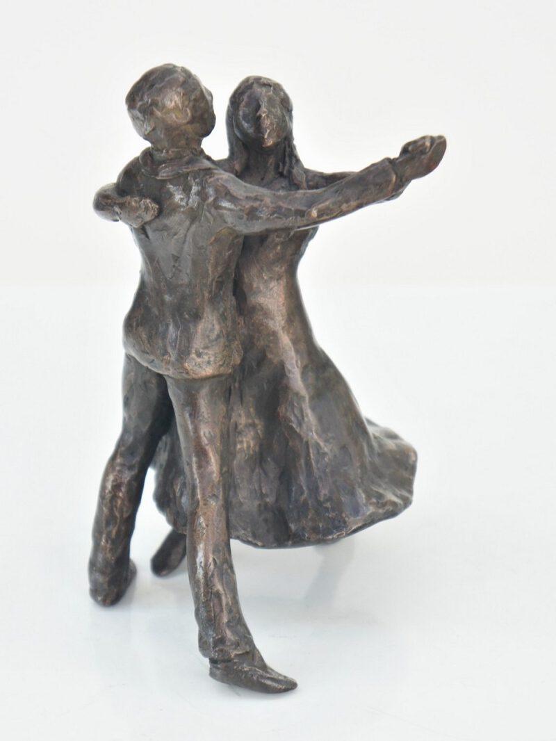 bronzen beeld dansend paar