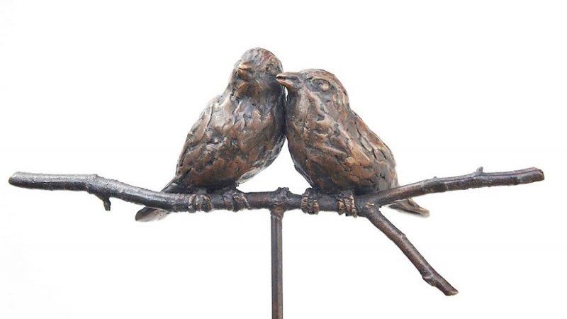 bronzen beeld mussen op een tak diane Timmer