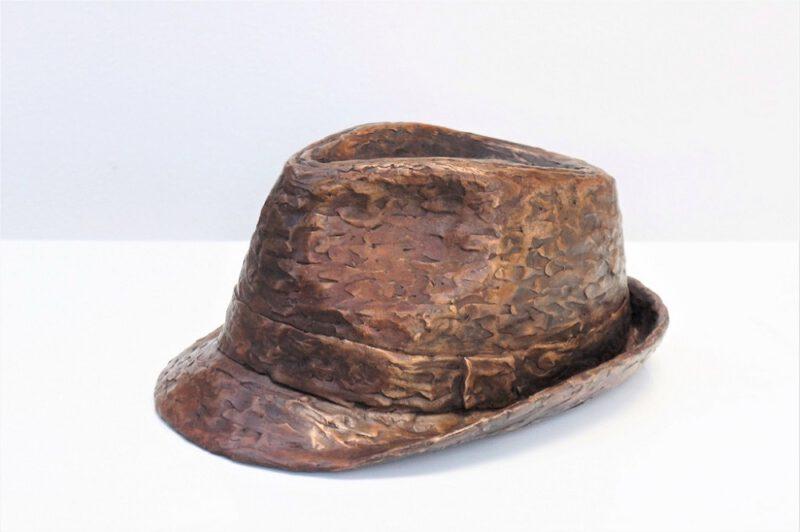 hoed bronzen beeld