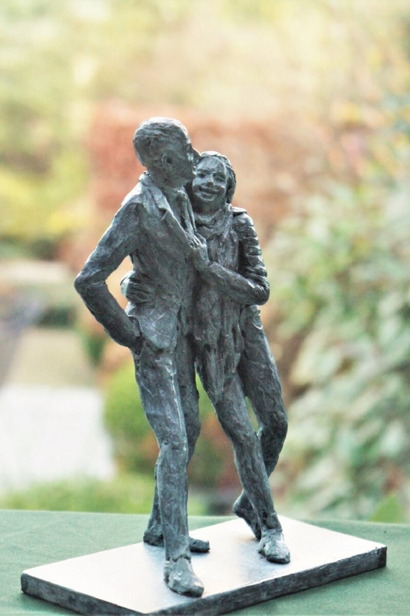 bronzen beeld als huwelijksgeschenk