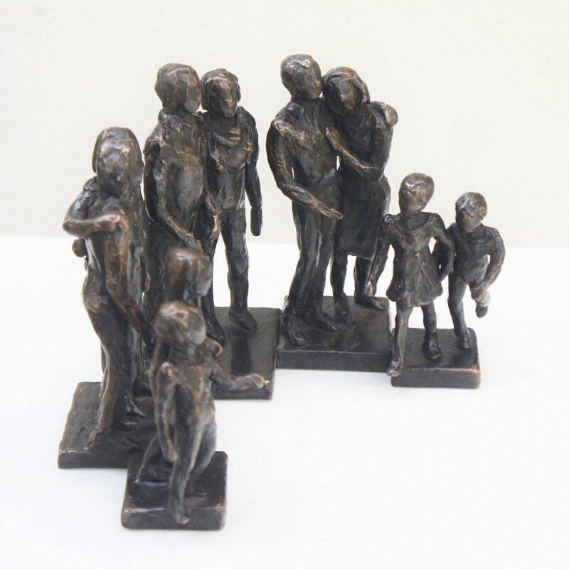 bronzen beeld familie door Diane Timmer