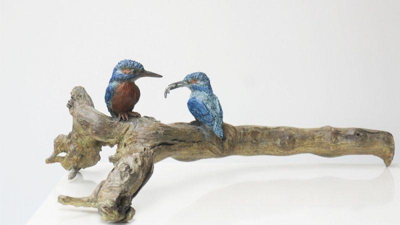 bronzen ijsvogels op een stronk Diane Timmer