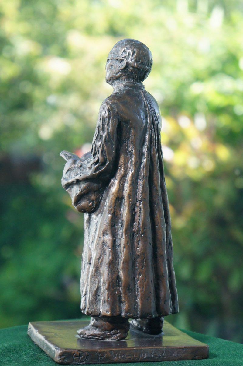 rechter bronzen beeld Diane Timmer